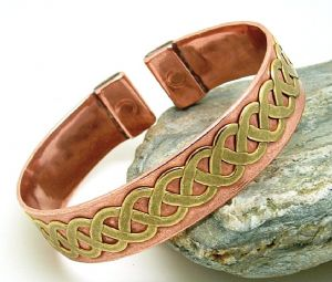 M32: Magnetic Brass Lace In Copper Band Bracelet